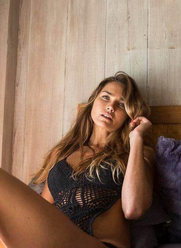 Camila Storchi super modèle Brésilienne top Mila Bikinis