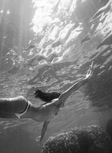 Photo sous l'eau noir et blanc